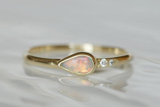 K10製 オパールとダイアモンドのリングの画像1枚目