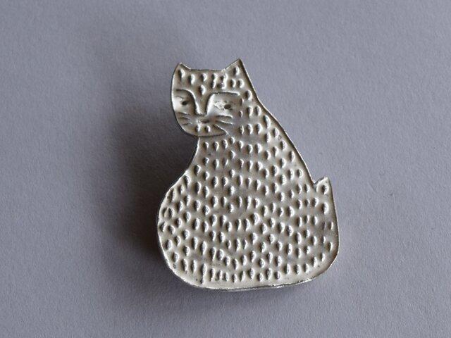 ブローチ(銀彩) ネコ-11の画像1枚目