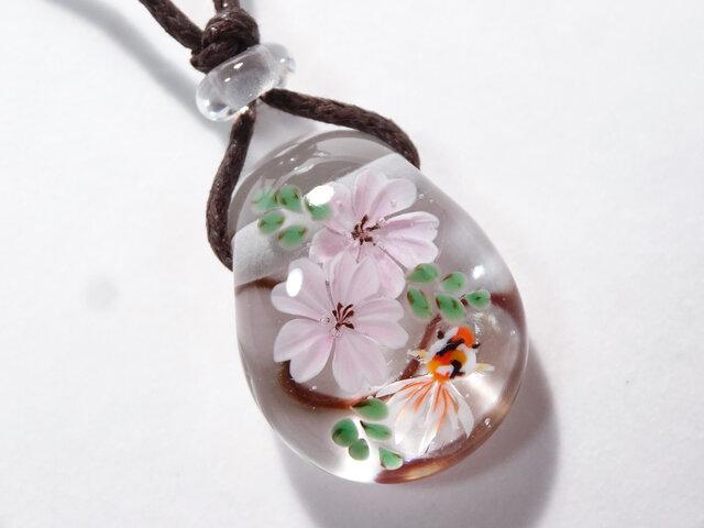 桜と金魚のとんぼ玉ガラスペンダントの画像1枚目