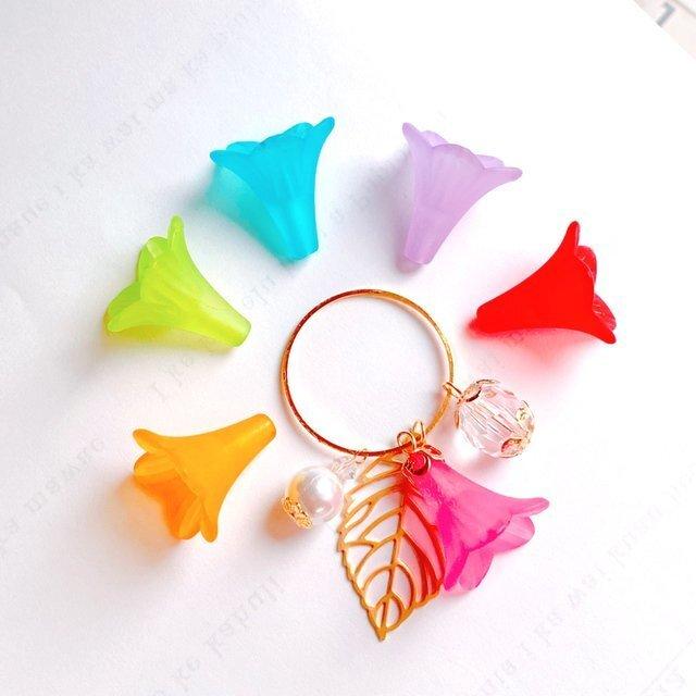 【送料無料】お花の色が選べるパールと葉っぱのバッグチャーム/キーホルダーの画像1枚目