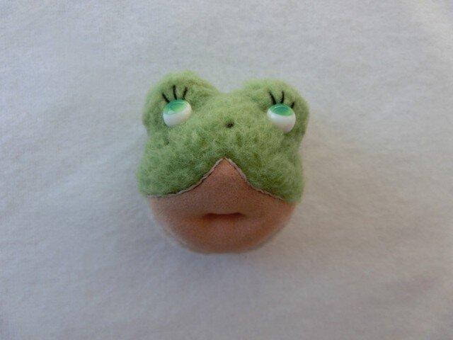 カエルのriel(ブローチ)の画像1枚目