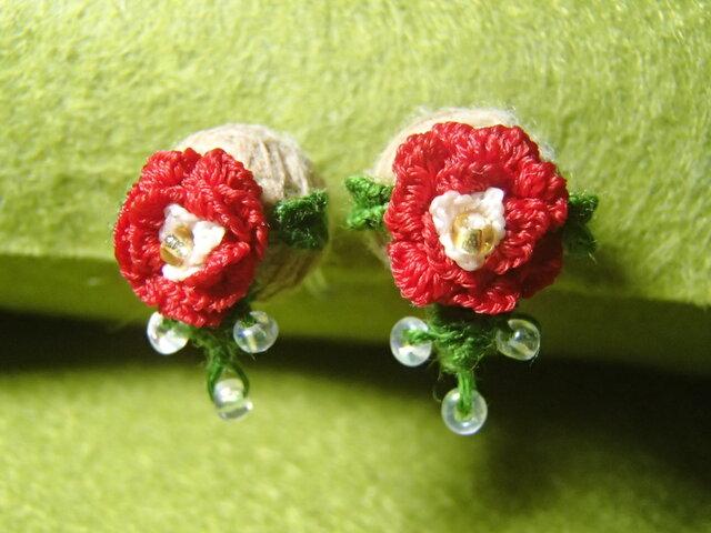 3D手刺繍/ピアス風イヤリング/赤薔薇の画像1枚目