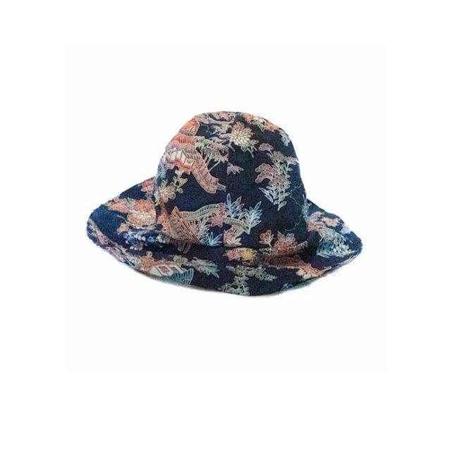 ブルー(青)花和柄シルクちりめん着物リメイク、接着加工バケツハット、限定商品 MOMOZONO originalの画像1枚目