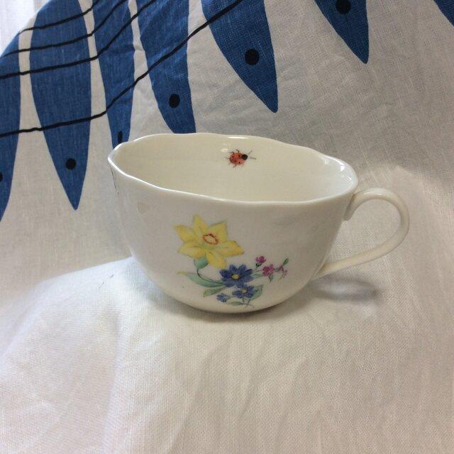 手描き〜スイセンの花束とテントウムシ、のティカップの画像1枚目