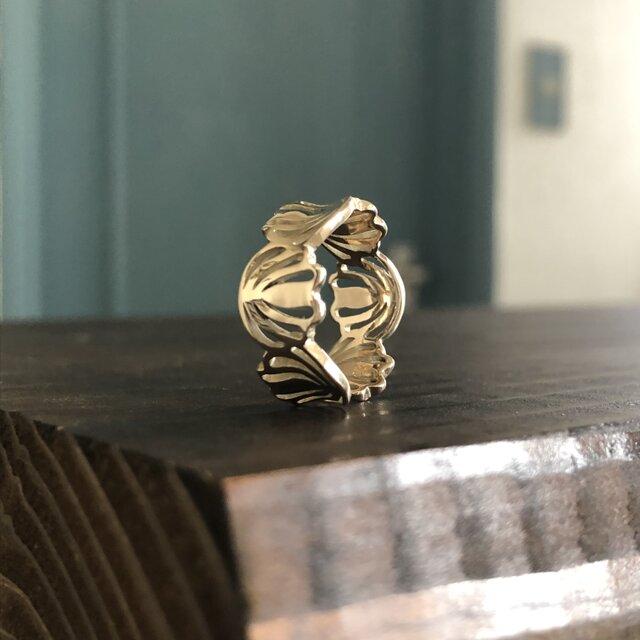 """Shell Flower Ring S Gold """"シェルモチーフが指を柔らく包み込むリング""""の画像1枚目"""