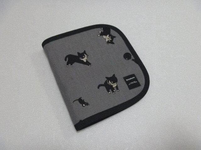 137.ハチワレ猫とちっちゃいネズミ 仮置きマスクケース グレー 標準サイズ 再販の画像1枚目