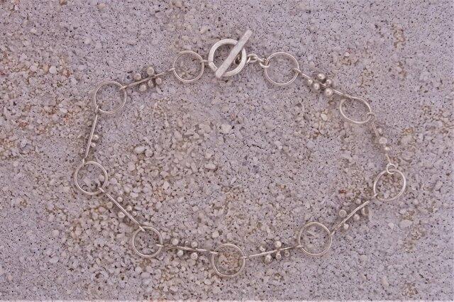粒と輪のブレスレットの画像1枚目