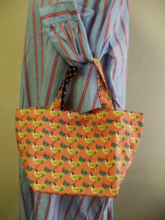 【セール品】鳥柄プリント トートバック  綿100% サーモンピンク色の画像1枚目