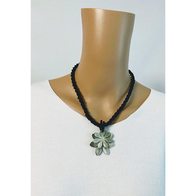 大人輝く手軽にとれる高級感♡天然の蝶貝ダブルティアレシェルビーズネックレス:ブラックの画像1枚目