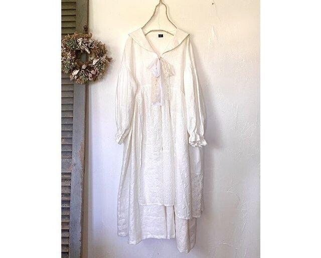 エプロン付きセーラー襟ワンピース / 白(リネン100%)の画像1枚目