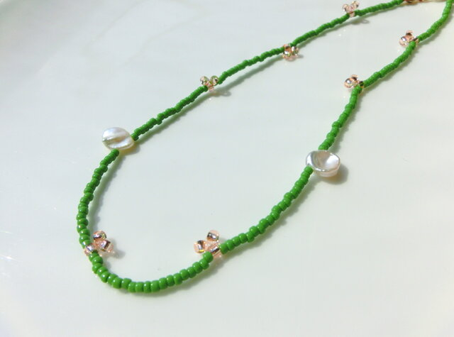 peace necklace -green & pearl-の画像1枚目