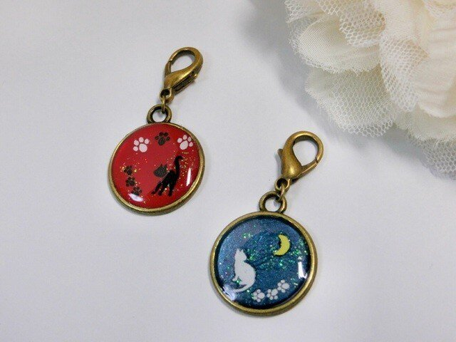 黒猫と白猫のチャーム(赤)(青)の画像1枚目