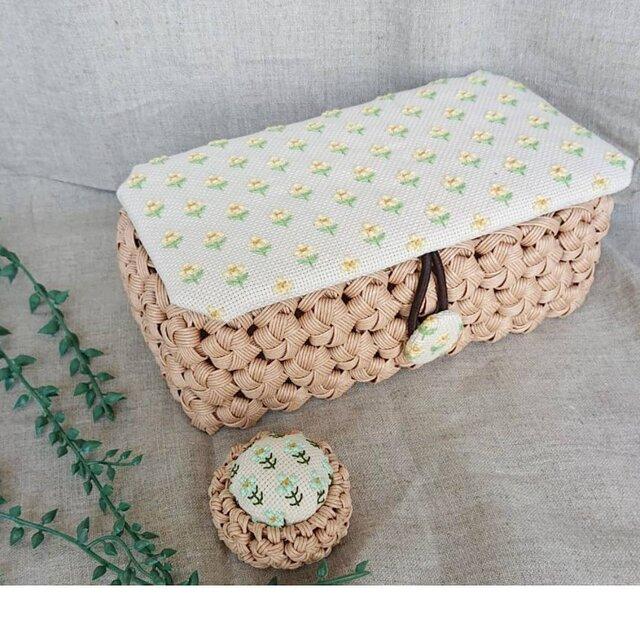 小さなお花がいっぱいのお裁縫箱の画像1枚目