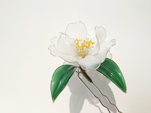 白椿の髪飾りの画像1枚目