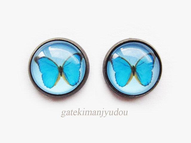 青い蝶のアンティーク調ピアスの画像1枚目