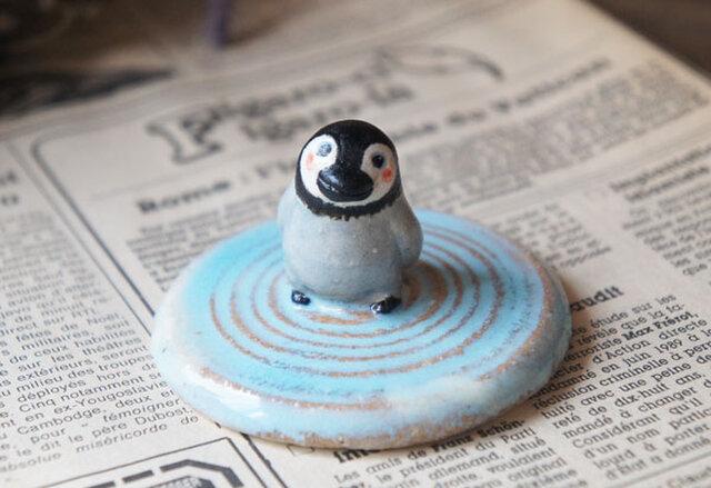 陶器【水面を歩くペンギン】波紋の画像1枚目