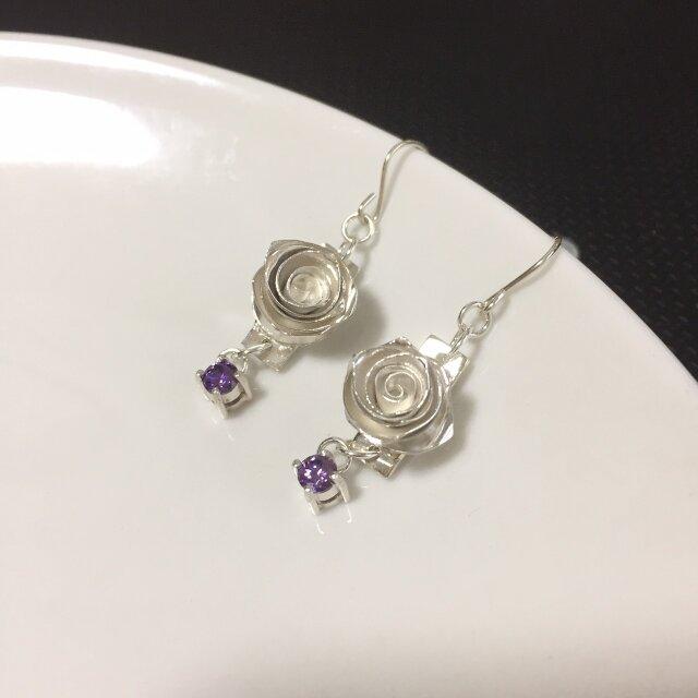 ROSE earrings - violetの画像1枚目