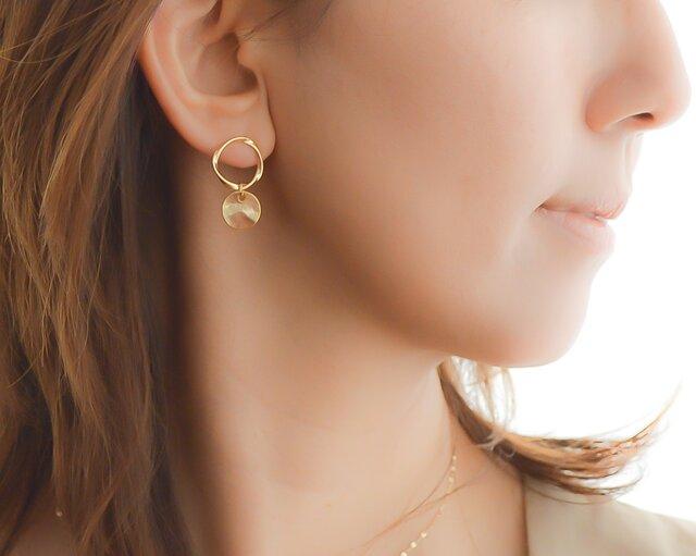 Mobius Strip Pierce(gold)/earringの画像1枚目