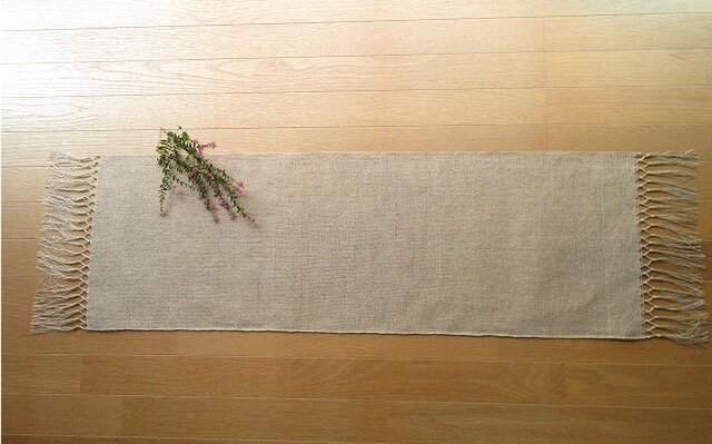 2)生成りの麻の手織りテーブルセンター 二段結びの画像1枚目