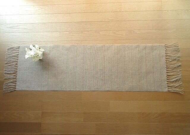 4)生成りの麻の手織りテーブルセンターの画像1枚目