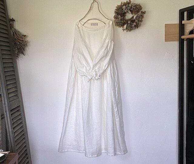 ふんわり袖のギャザーワンピース / 白 (リネン100%)の画像1枚目