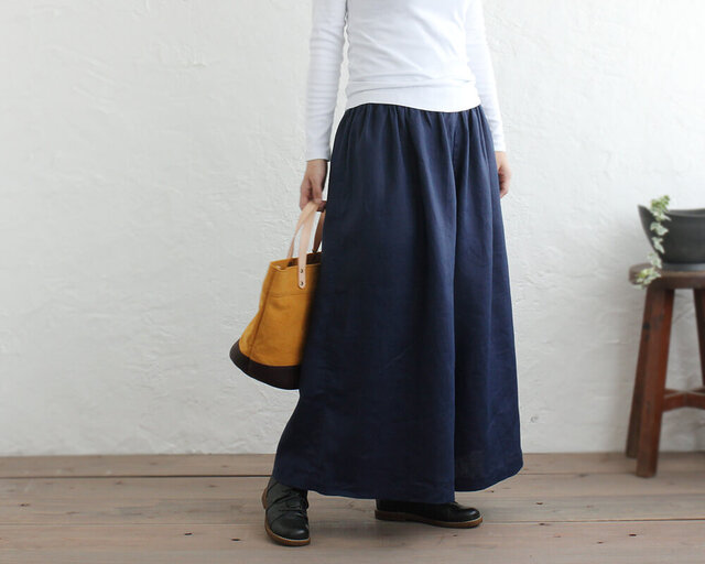 スカートみたいな 『リネン ギャザーワイドパンツ』 マキシ丈キュロット (ネイビー)の画像1枚目
