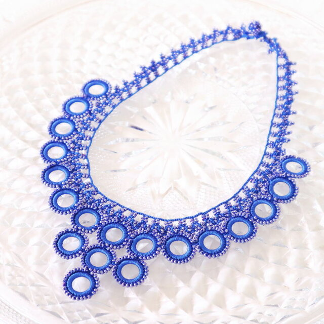 ビーズのネックレス「ビブ・リング」サファイア・ブルーの画像1枚目
