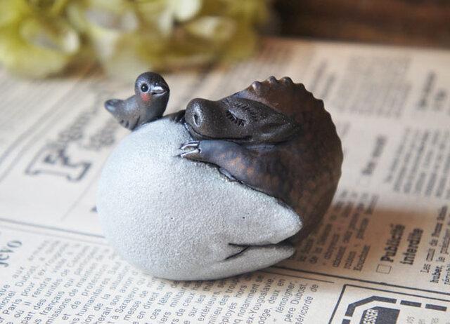 陶器【眠り龍/s】卵黒bの画像1枚目