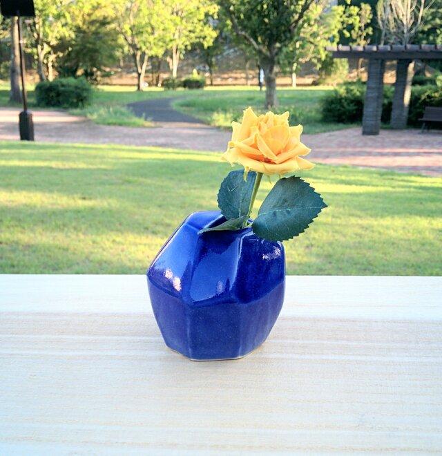 藍い角角花器の画像1枚目