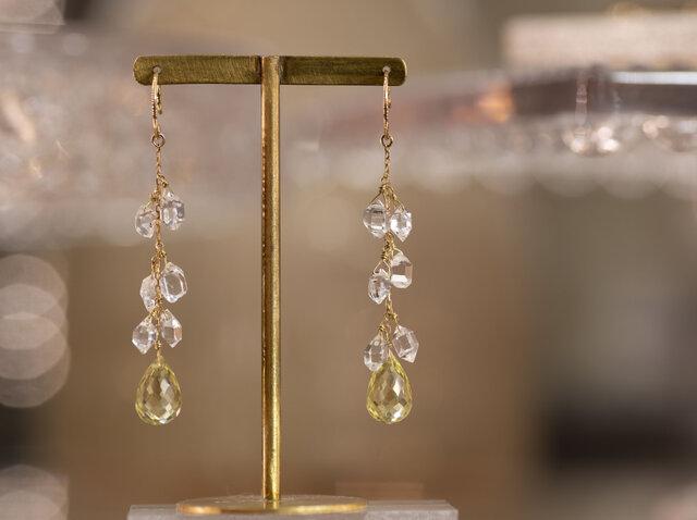 天然石のロングピアス ハーキマーダイヤモンド x レモンクォーツ x 18金YGの画像1枚目