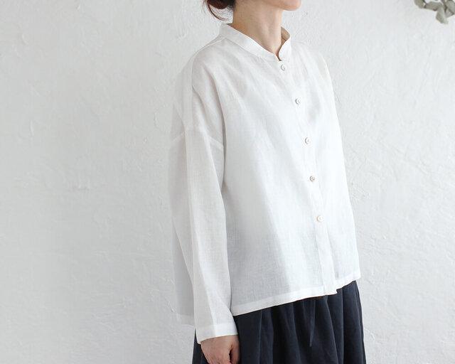 リネン スタンドカラーブラウス ショート丈バンドカラーシャツ (ホワイト)の画像1枚目