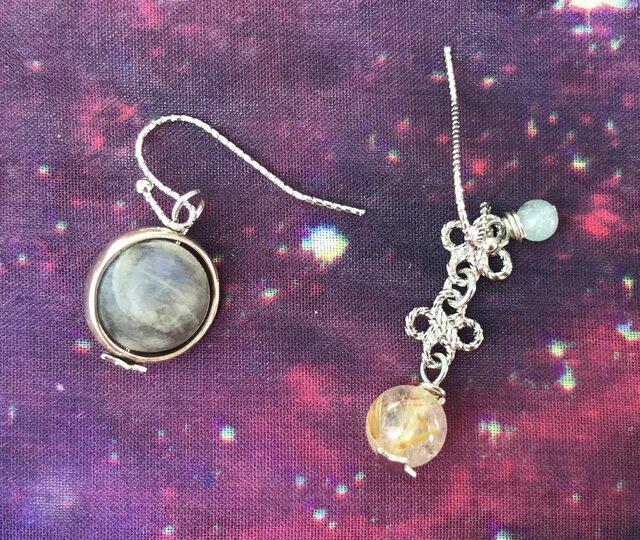 土星とエンケラドスとタイタン|ピアスの画像1枚目