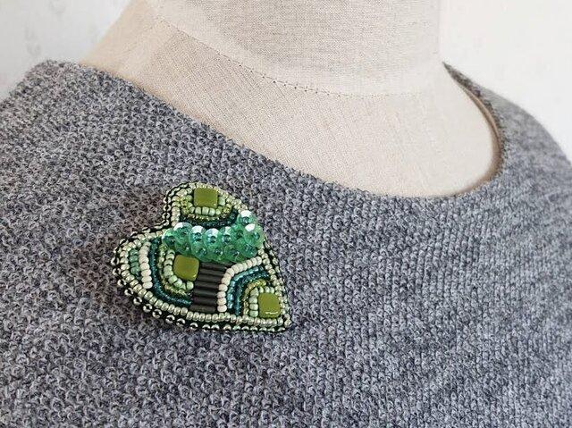 再販* ハートのブローチ〜心に緑を〜の画像1枚目