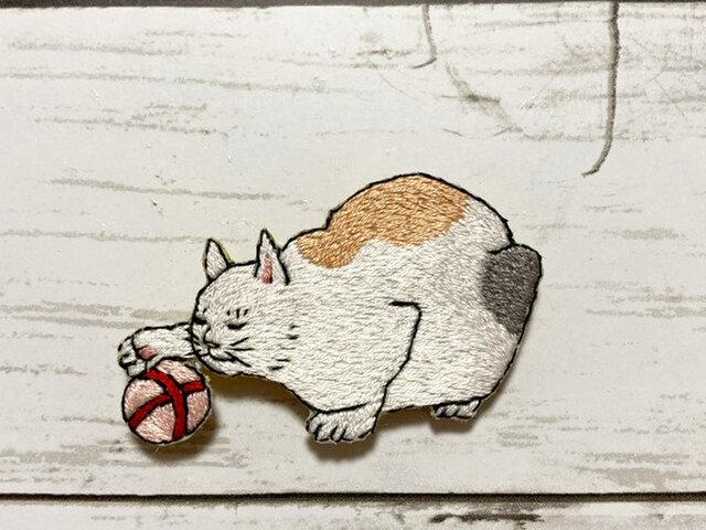 手刺繍ブローチ*三代 歌川広重「百猫画譜」よりの画像1枚目