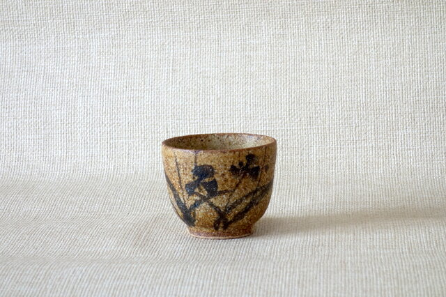 鉄絵花紋湯呑の画像1枚目