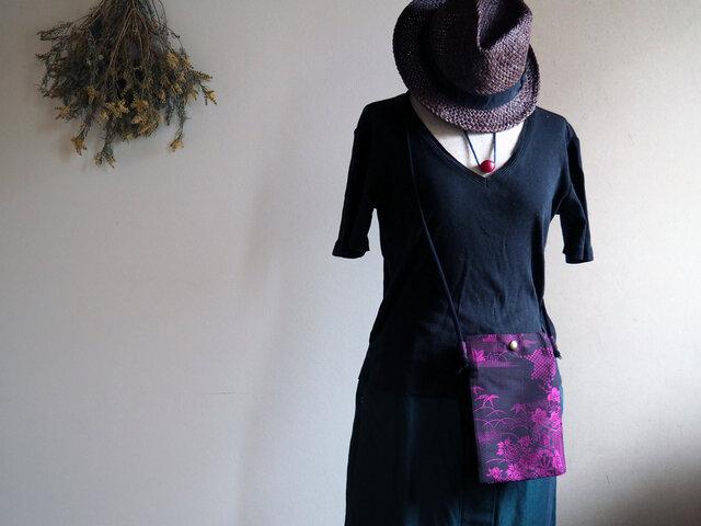 深い陰影が美しい!ミニマムな大人サコッシュ 紺×ピンクワイン着物コートからの画像1枚目