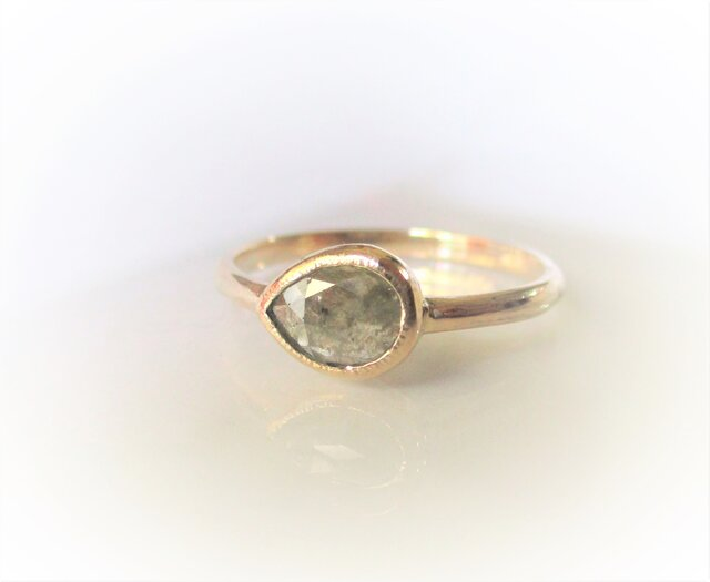 ナチュラルダイヤモンドのK14の指輪(ベージュ)の画像1枚目