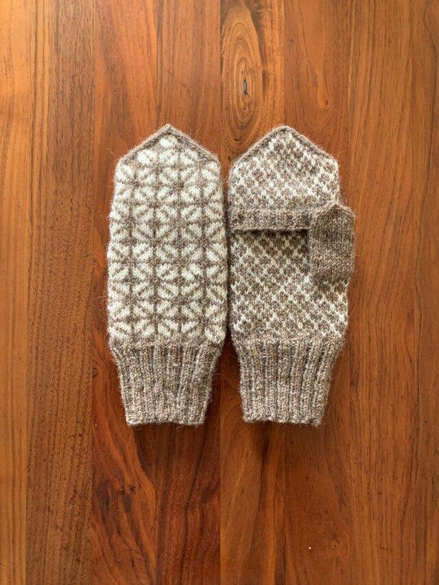 【受注制作】北欧ラトビア伝統柄のカバー付きミトン(カフェオレ)の画像1枚目