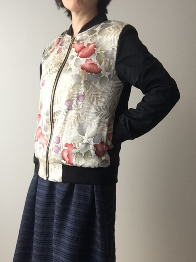 着物リメイクブルゾン 花の画像1枚目