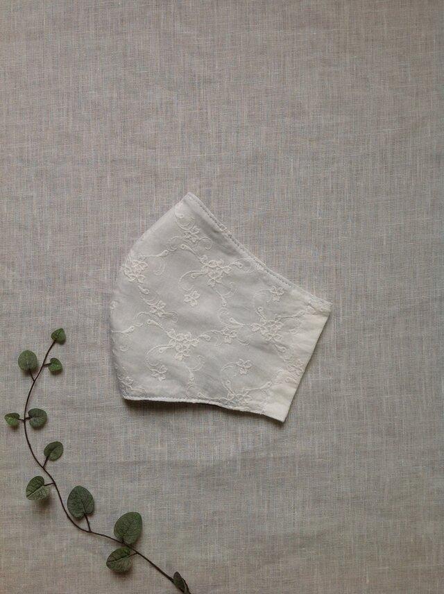小花刺繍 大きめマスク  * 送料無料 *の画像1枚目