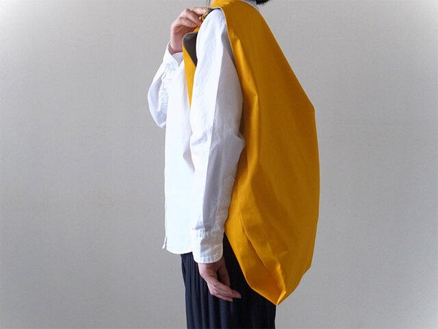 Bicolor Cloth Bag (マスタード):カレン クオイルの画像1枚目