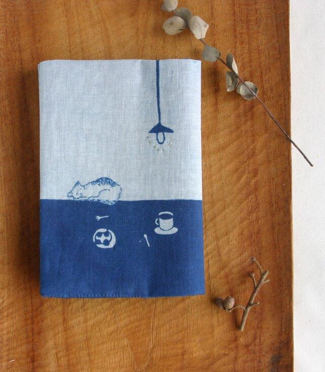 藍染 ブックカバー 「コーヒーとその周辺。どこでもねこ」の画像1枚目