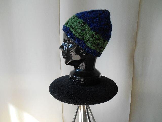 紺とグリーンモチーフの帽子の画像1枚目