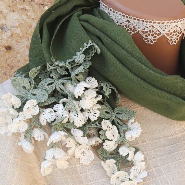 立体レース 花のコットンストール「風の花/2辺」アイビー・グリーンの画像1枚目