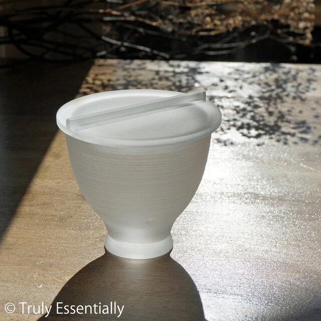 透明ガラスの器 -「 The Vessel of Light - 月明かりの器 」● 蓋付き・9.5cmの画像1枚目