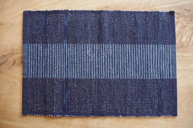 紺色のたっぷり大きいランチョンマット 木綿・裂き織りの画像1枚目