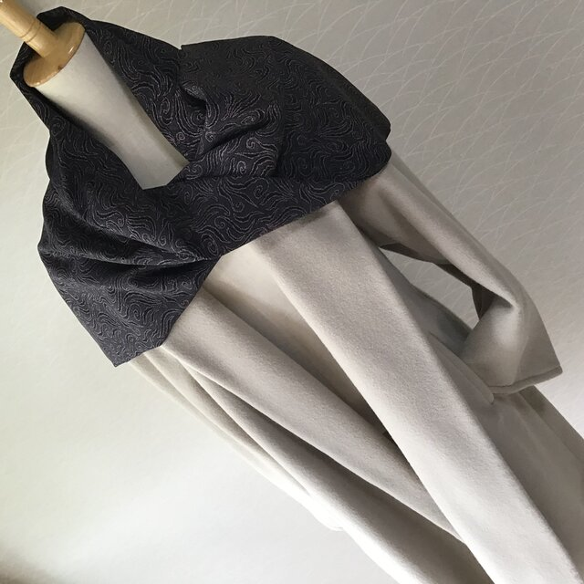 1007    着物リメイク ストール  紋錦紗  渦模様の画像1枚目