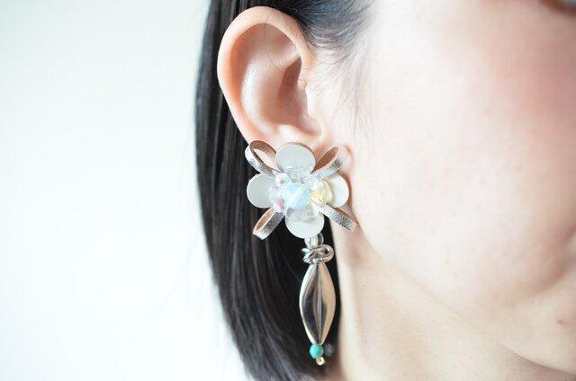 Flower Petal〝silver〟【レザーピアス/イヤリング】の画像1枚目