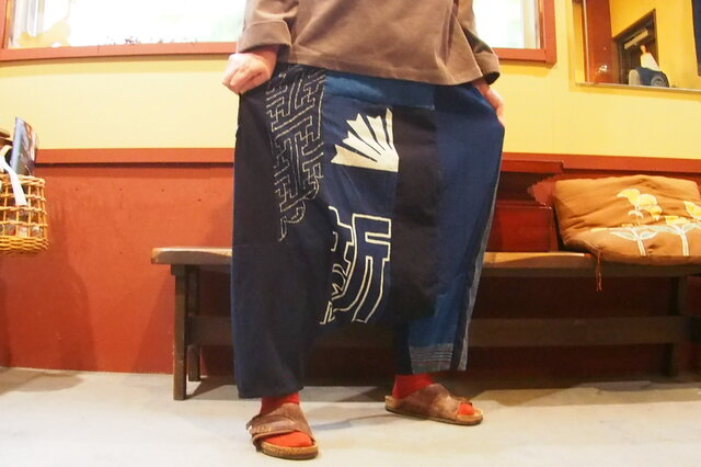 おとなのサルエルパンツ☆朝日新聞の幕?旗?刺し子も楽しい秋のお出かけ着♪の画像1枚目