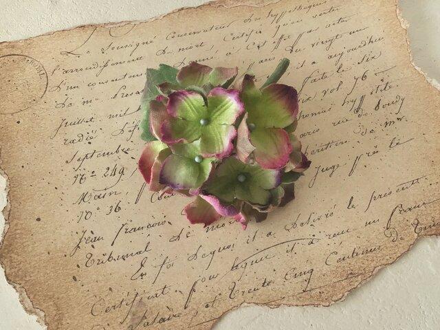 染め花の秋色紫陽花のコサージュ(ライトグリーン&パープル)の画像1枚目